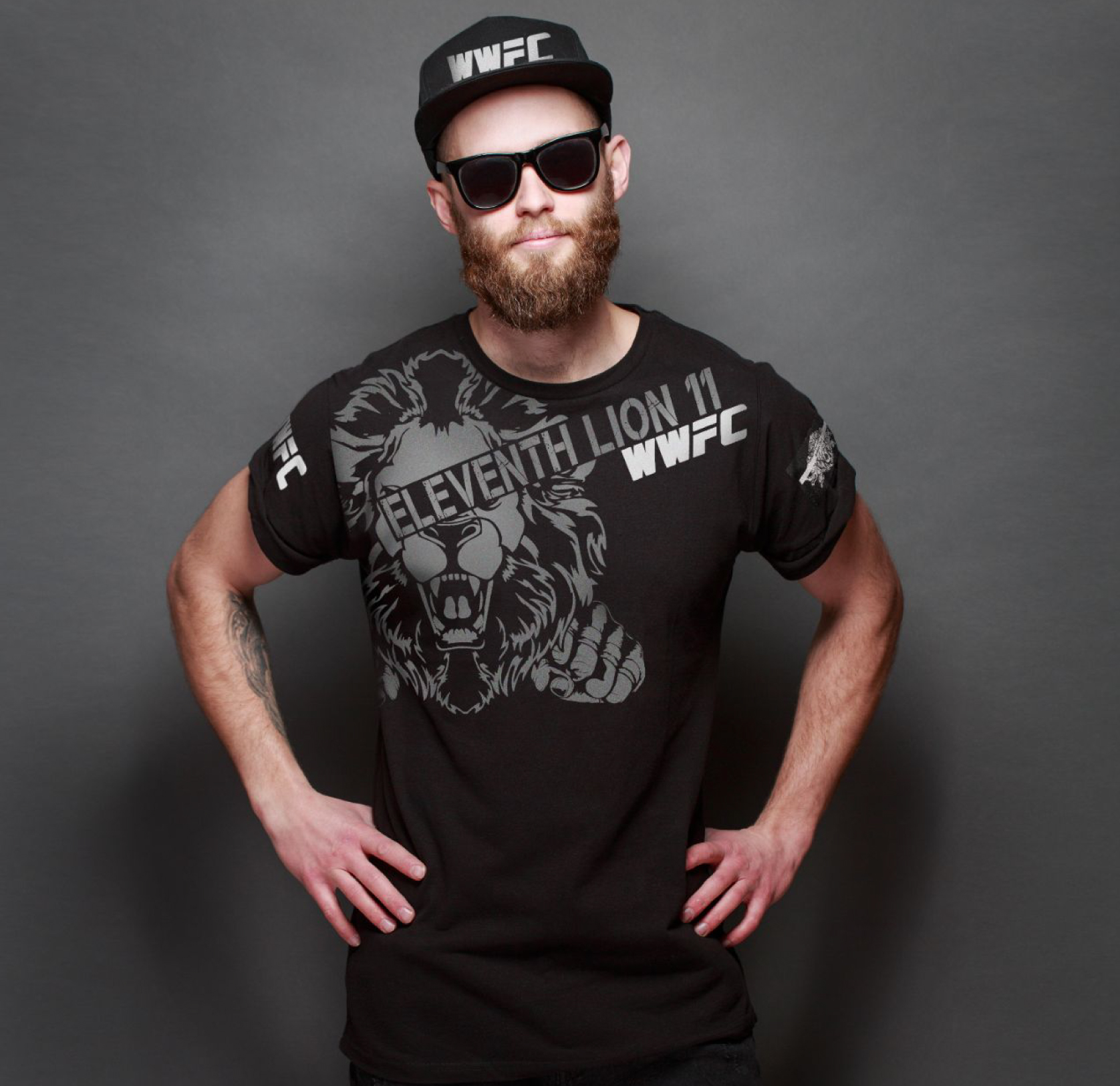 T-shirt man WWFC Lion fist